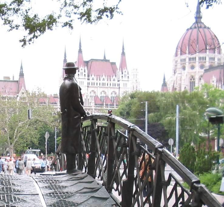 Imre_Nagy,_Budapest,_facing_Parliament